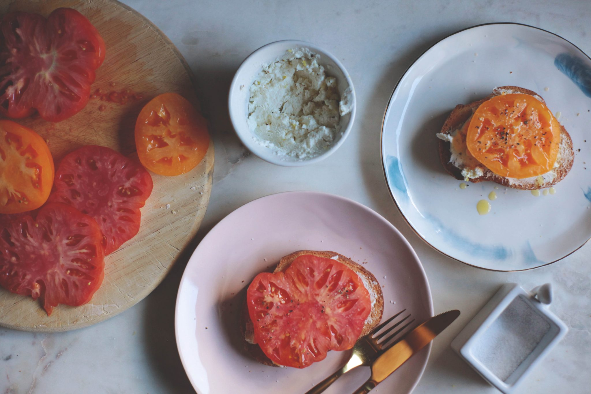 Heirloom Tomato Crostini - Tastemaker Blog