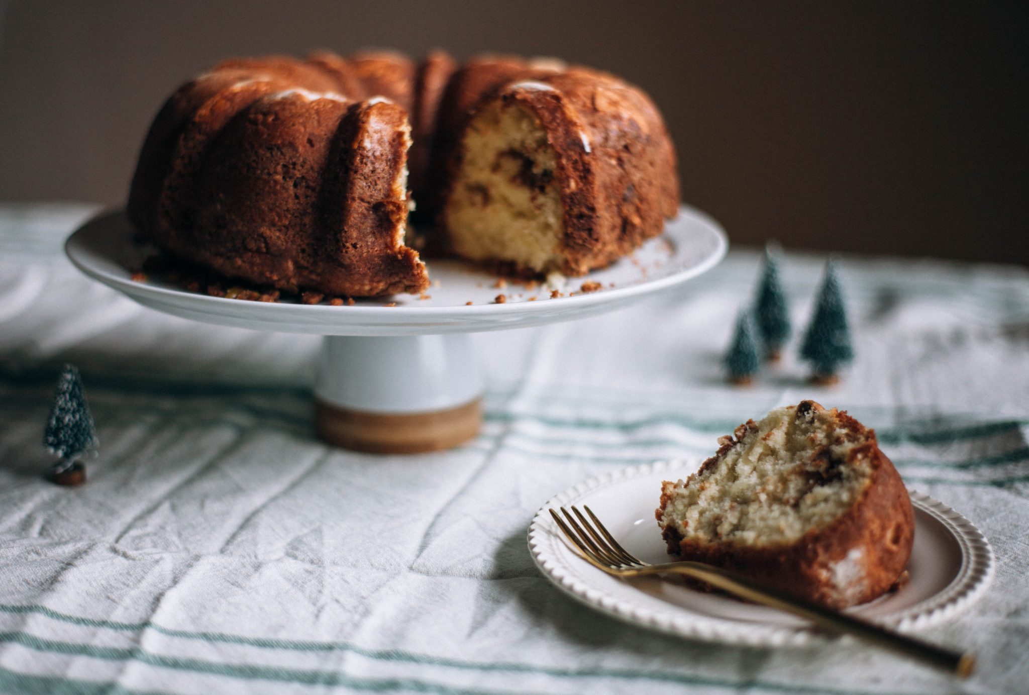 Christmas Morning Pistachio Cookie Crumble Cake - Tastemaker Blog