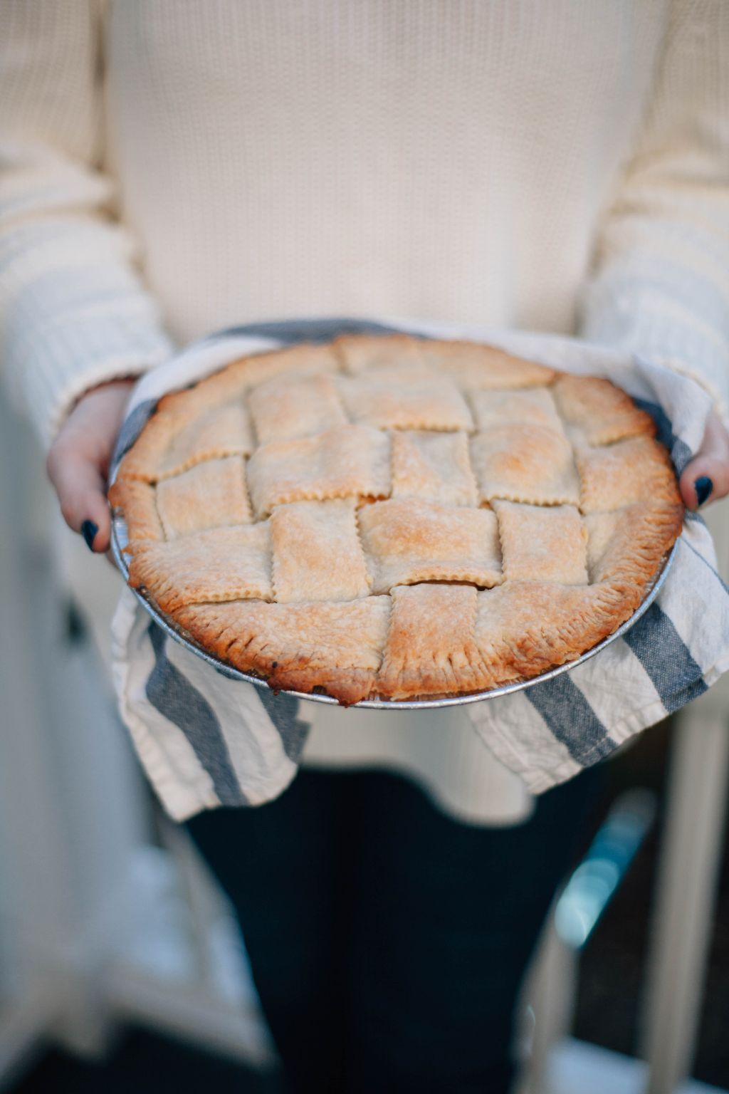 Double Crust Apple Pie - Tastemaker Blog