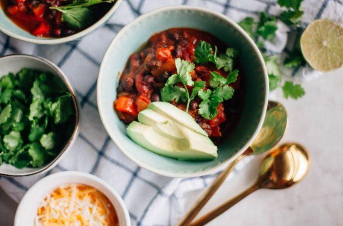 Easy Vegan Chili - Tastemaker Blog