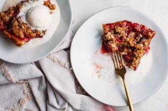 Strawberry Crumble Pie - Tastemaker Blog