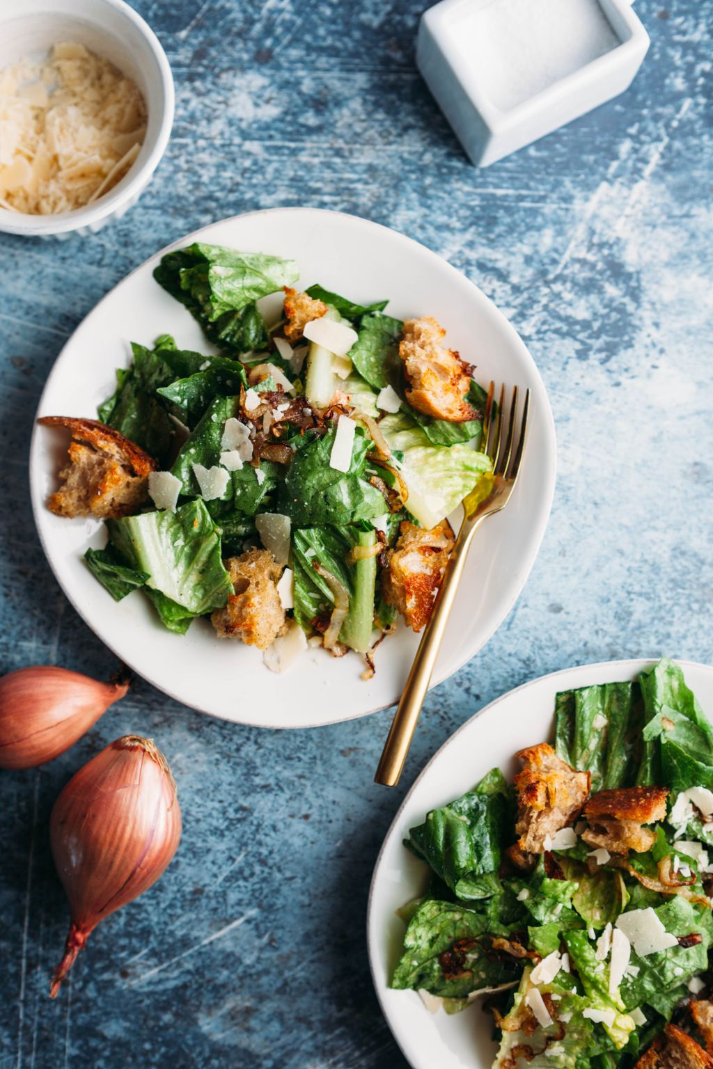 Salad with Crispy Shallots and Homemade Croutons - Tastemaker Blog