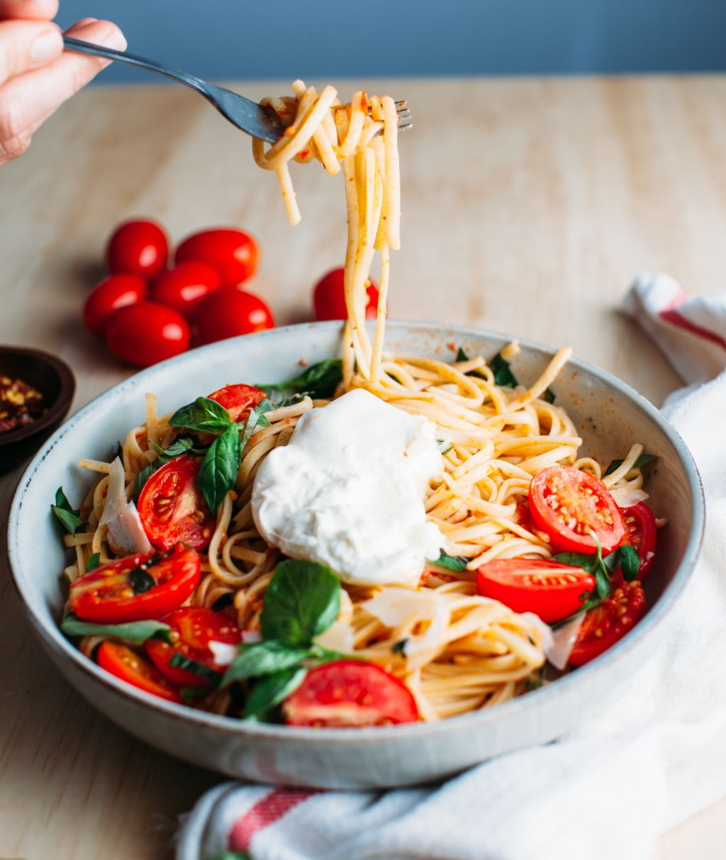 Pasta with Fresh Tomato Sauce - Tastemaker Blog